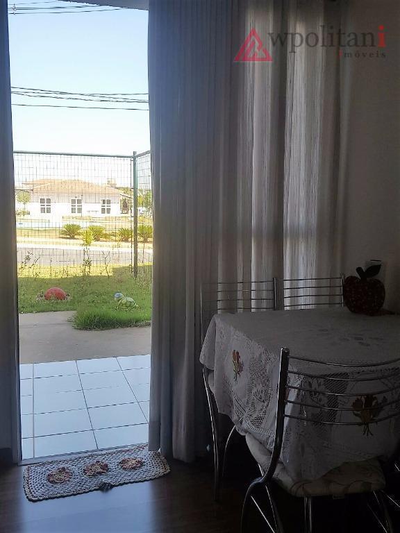ótimo apto 02 dorm., com amplo espaço externo contendo jardim e terraço, cozinha, a.s. e banheiro...