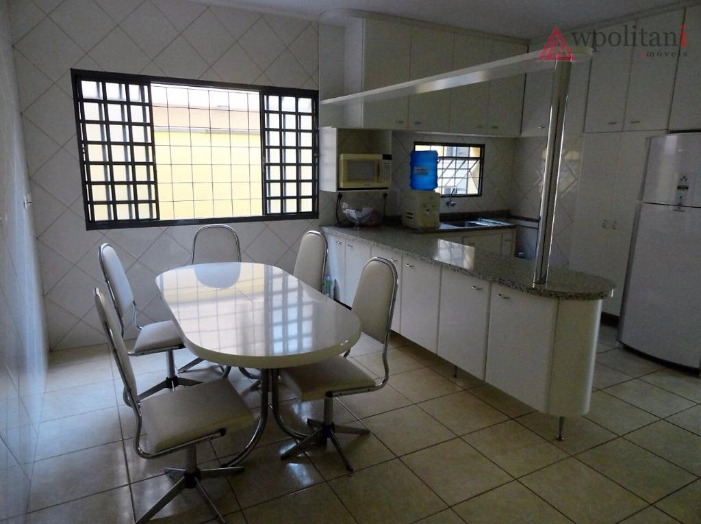 rochelle ii: casa com 180 m² ac, terreno de 300 m², bem localizada, 03 dorm., 1...