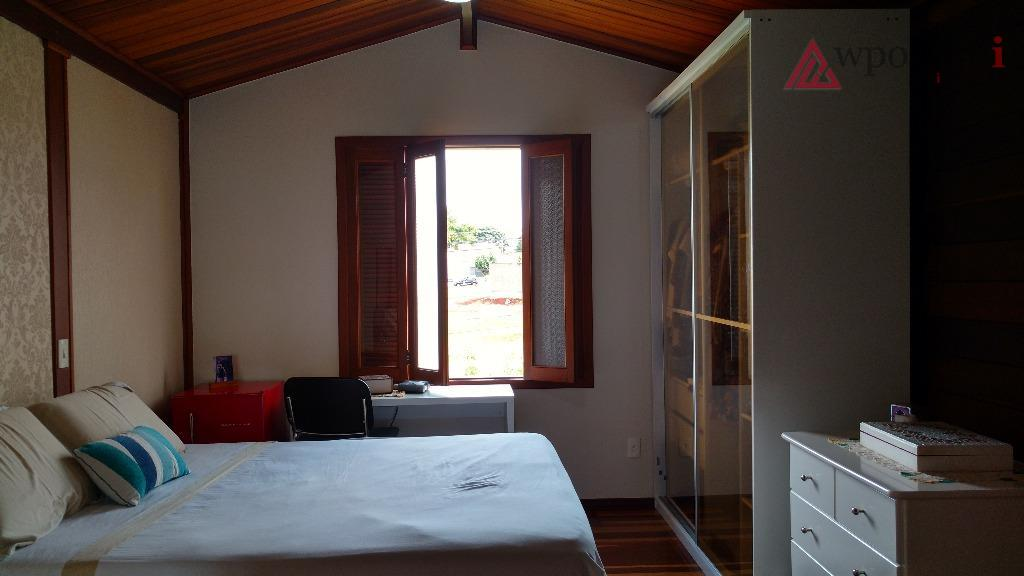 linda casa assobradada no condomínio residencial mac knight, 03 suítes, 02 salas amplas, escritório, cozinha planejada...