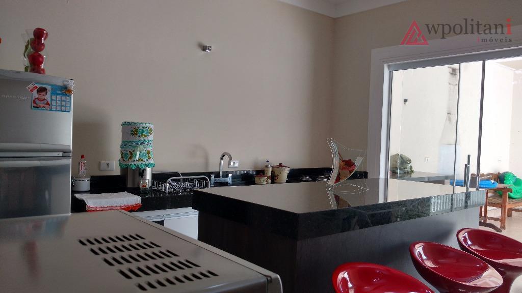 linda casa térrea, pé direito duplo na sala, ampla cozinha americana toda planejada, lavanderia integrada, amplo...