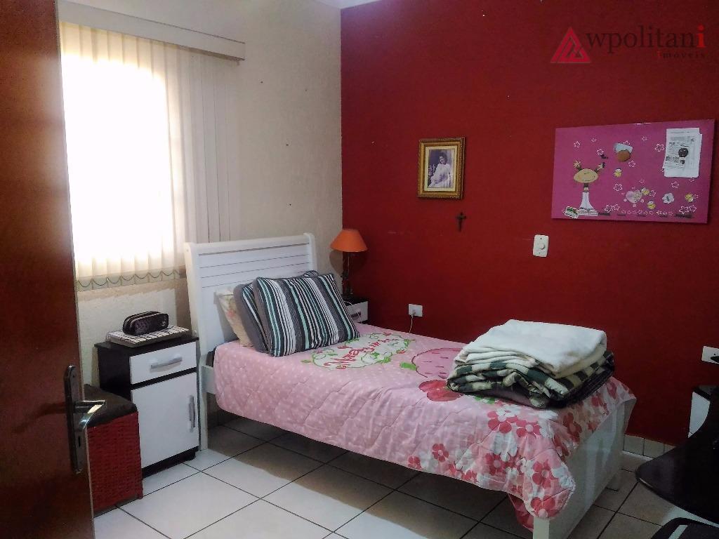 ótima casa, bem localizada, cozinha, lavanderia, sala, 1 dorm. 1 suite.