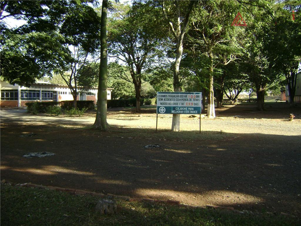 barracão principal com pé direito de 6 m, 30m x 100m 3000m²; mais um barracão com...