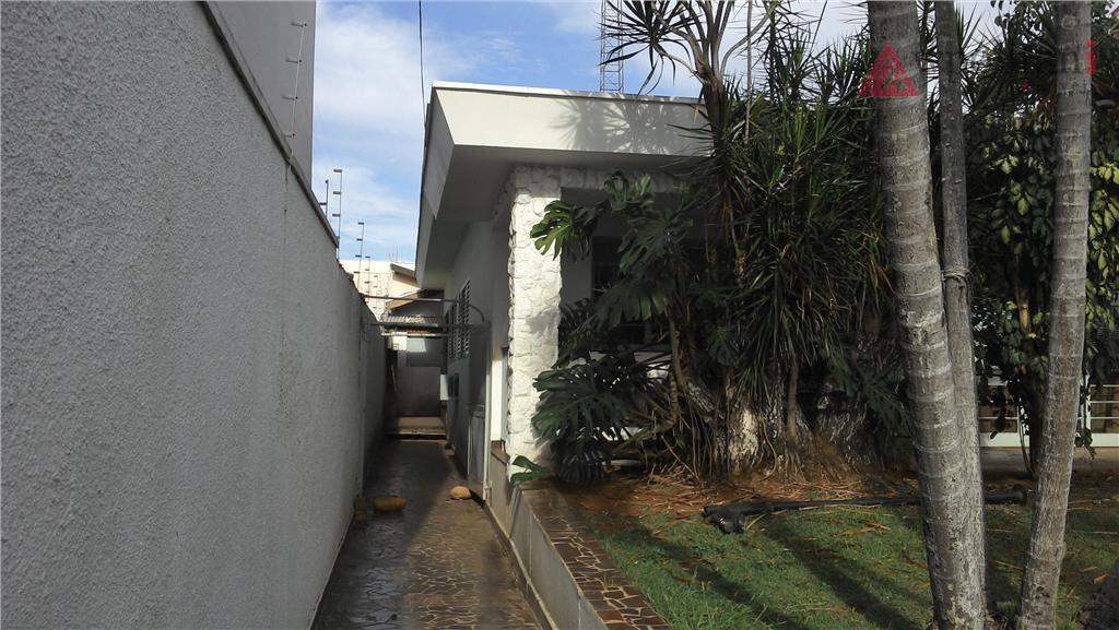 excelente propriedade contendo 2 casas grandes em terreno de 480 m². ótima localização, na região central...
