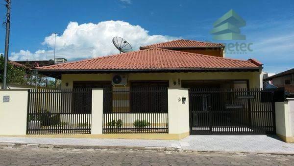 Casa residencial à venda, Vila Nova, Jaraguá do Sul.