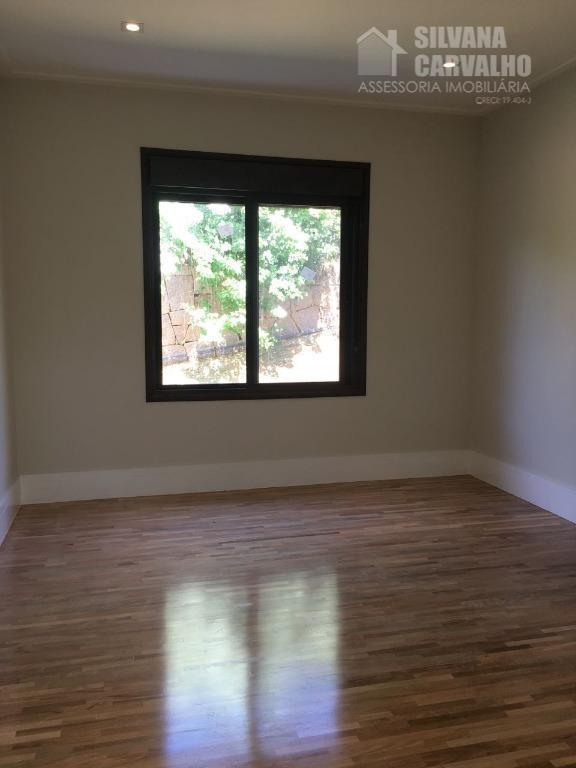 casa totalmente térrea, 4 suítes sendo todas elas com closet, pisos e revestimentos portobello shop, sala...