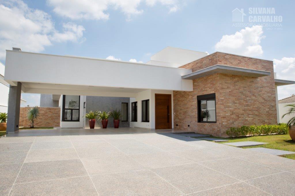 ampla casa com arquitetura moderna pensada em detalhes para quem gosta de um ambiente amplo integrado...