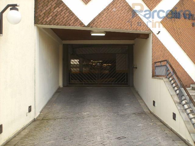 Apartamento  dois por andar a 400 metros no metrô 140 m2 área util.