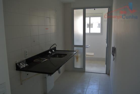 apartamento nunca habitado, condominio com lazer diferenciado (campo de golfe virtual, adega, quadra de squash, sala...