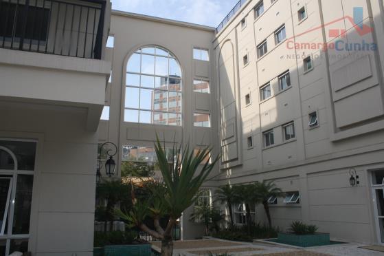 Cobertura duplex alto padrão com 123 metros mobiliada, duas vagas.