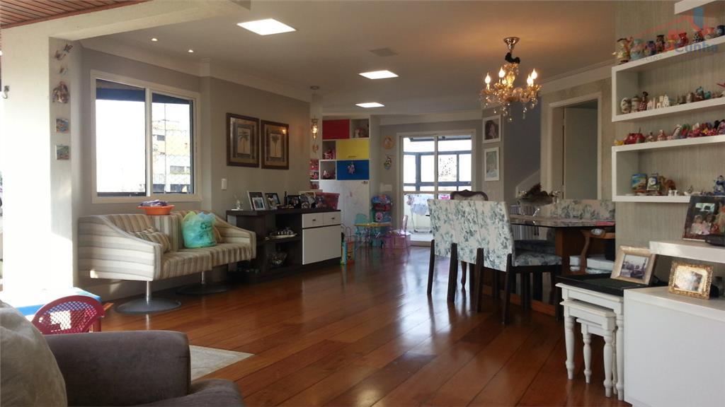 Belíssima Cobertura duplex com 270 metros, 4 dormitórios, 4 vagas e depósito no subsolo.