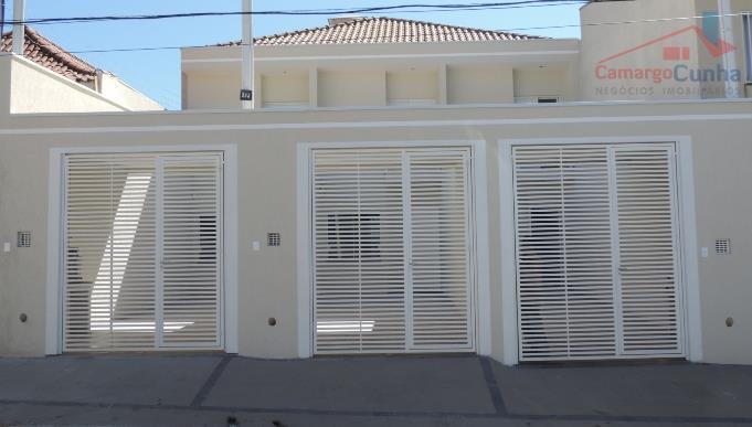 Belíssimo sobrado com 110 m², 03 dormitórios sendo uma suíte com Sacada.