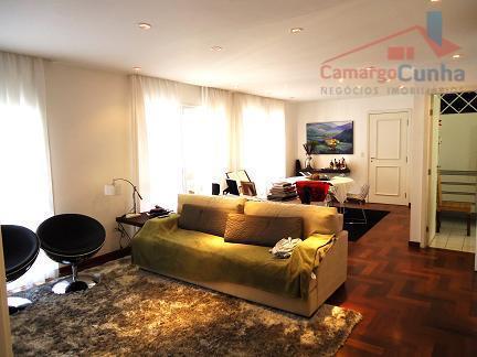 Apartamento com linda vista possui 137 metros, 03 suítes e 02 vagas de garagem.