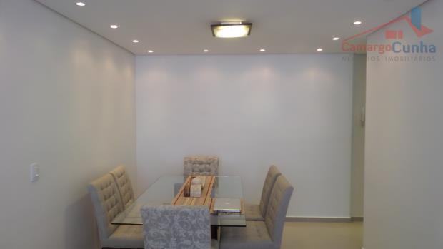 apartamento totalmente reformado, semi-mobiliado, repleto de armários na cozinha e nos quartos, bancada de granito e...