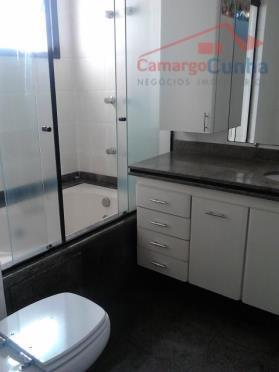 lindo apartamento espaçoso, com móveis planejados, piso de madeira, depósito, condomínio com torre única e lazer...