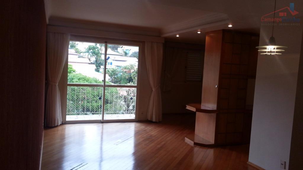Belíssimo apartamento ao meio de muito verde no Panamby. Oportunidade