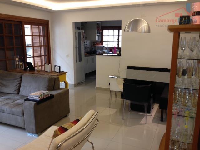belíssima casa com 164 m², 3 suítes, sendo uma máster com closet, sala com dois ambientes....