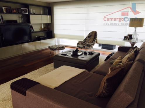 Casa de condomínio novíssima refinadamente decorada pronta para morar.