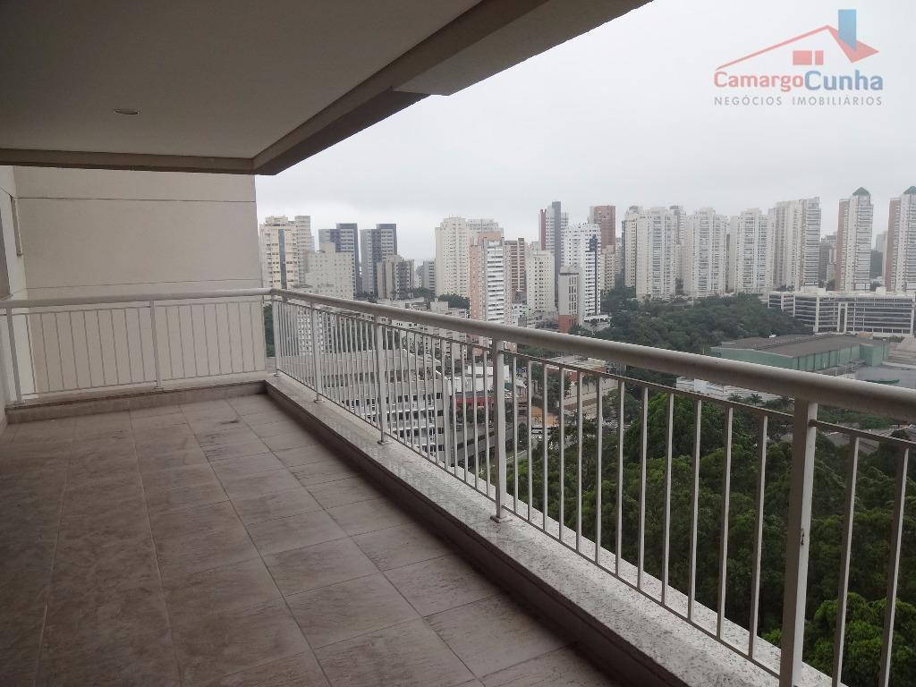 Apartamento com 223 metros, andar altíssimo. Condomínio Águas de Março.