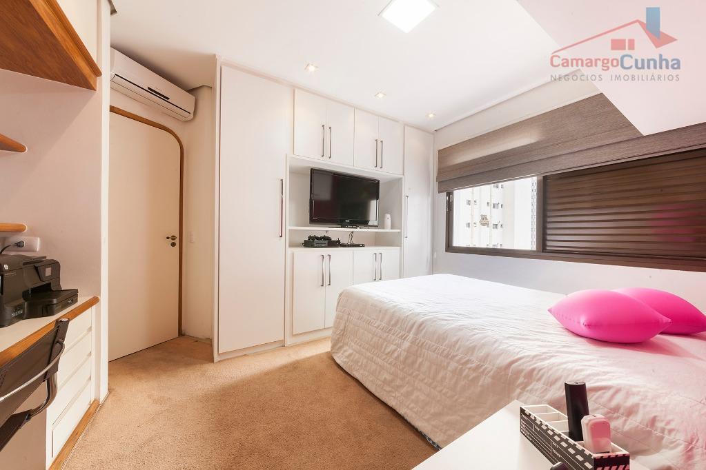 belíssima cobertura com 426 m², acabamento alto padrão, rica em mármore e armários, melhor localização do...