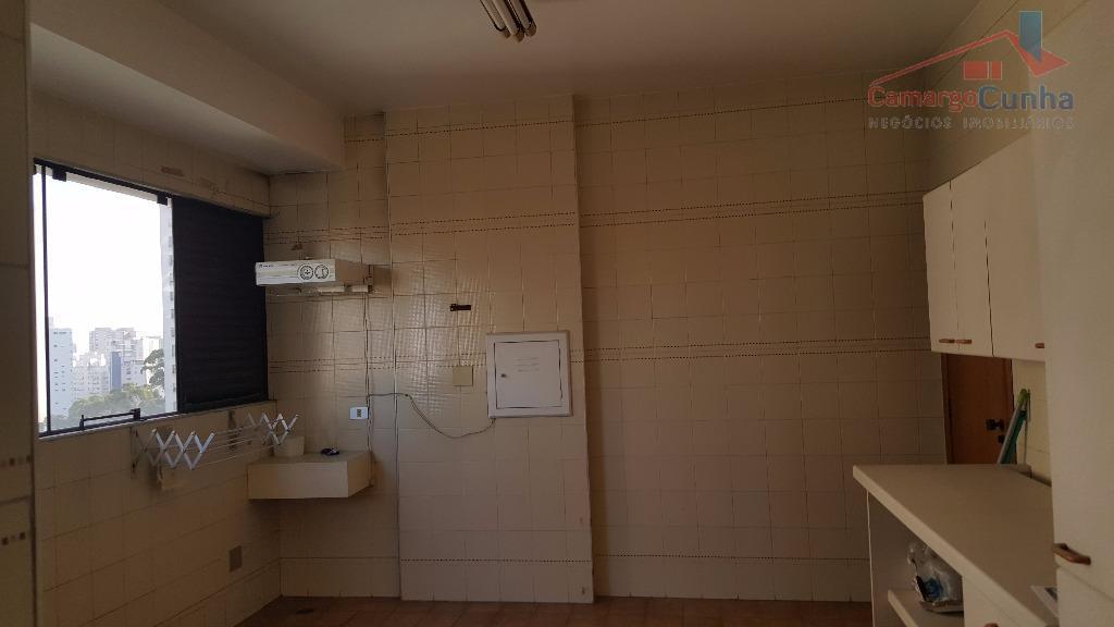 belíssimo apartamento com 373 metros em condomínio alto padrão, rua sem saída com segurança, vista 360°,...
