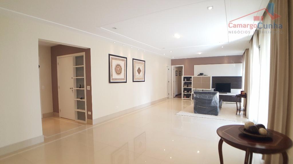 belíssimo apartamento com 212 metros, 4 vagas e varqanda com churrasqueira. empreendimento alto padrão com 4...