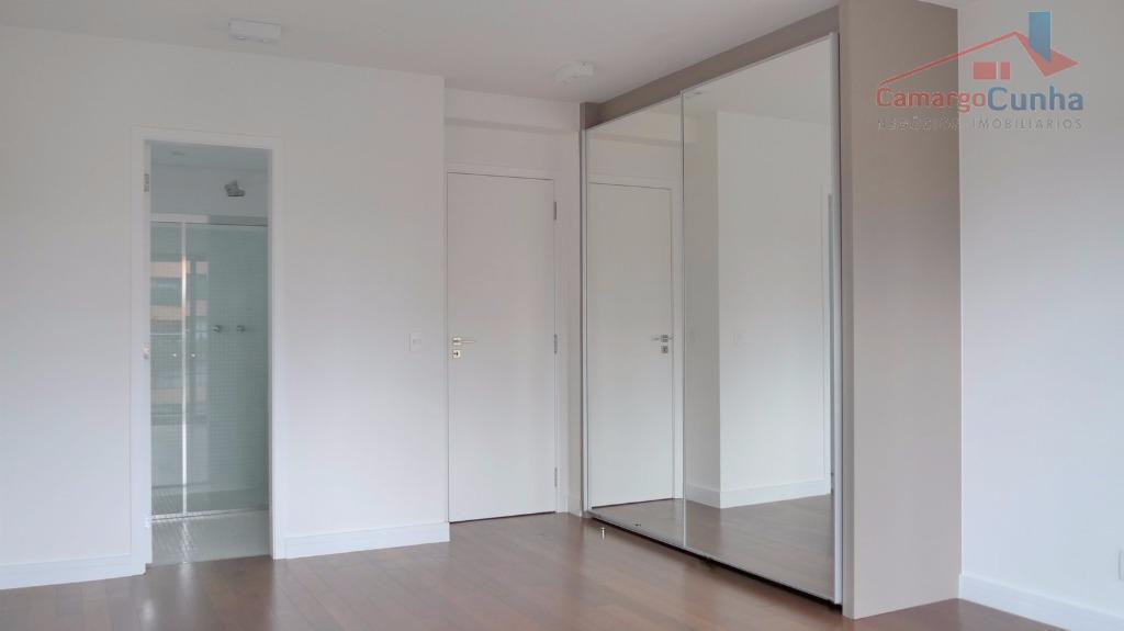 excelente apartamento no morumbi com lazer completo, academia, piscina coberta, salão de jogos. duas suítes, três...