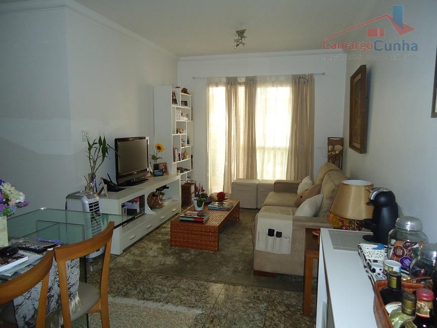 Apartamento de 60 m², área de lazer completa.