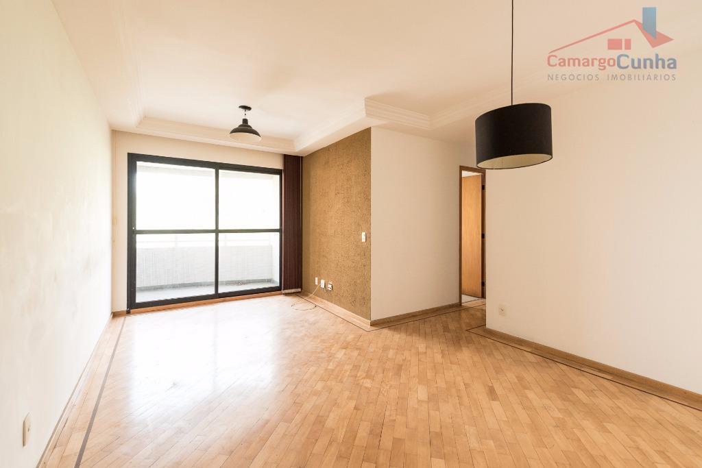 belíssimo apartamento com 75 metros bem distribuídos com hall living de dois ambientes, três dormitórios sendo...