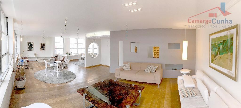 Apartamento diferenciado na região com 275m² possui 4 dormitórios sendo 3 suítes e 3 vagas de garagem.