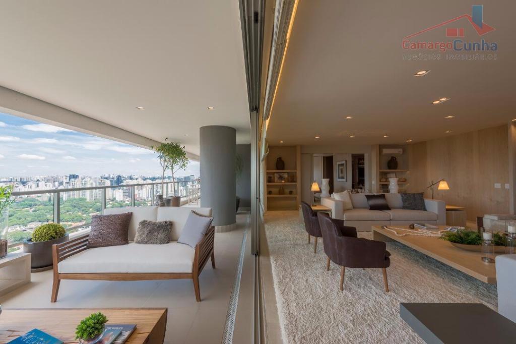 Apartamento com 485 m², 4 suítes e 5 vagas de garagem!!!