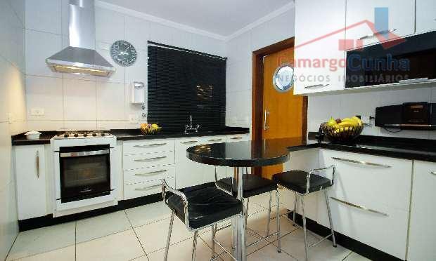 apartamento com 115 m², três dormitórios sendo uma suíte, uma vaga de garagem, armário de cozinha,...