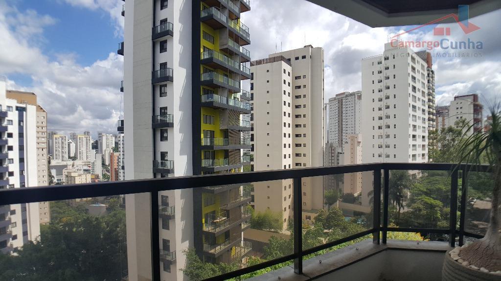 Apartamento com 119 m², possui 2 dormitórios sendo uma suíte e duas vagas de garagem.