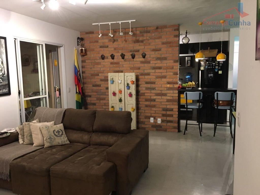 Apartamento com 103 metros, possui 4 dormitórios sendo uma suíte e duas vagas!!!
