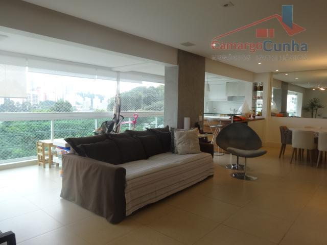 apartamento com 142 m², possui 3 suítes e duas vagas de garagem. varanda gourmet totalmente integrada...