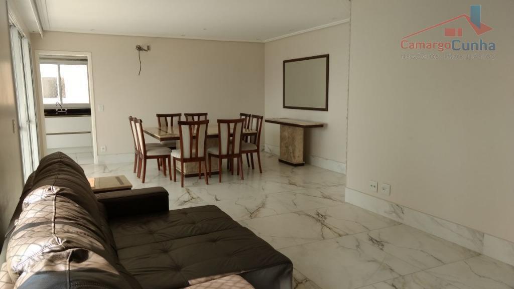 apartamento com 142 m², possui 3 suítes, duas vagas e depósito na garagem. reformado e mobiliado...