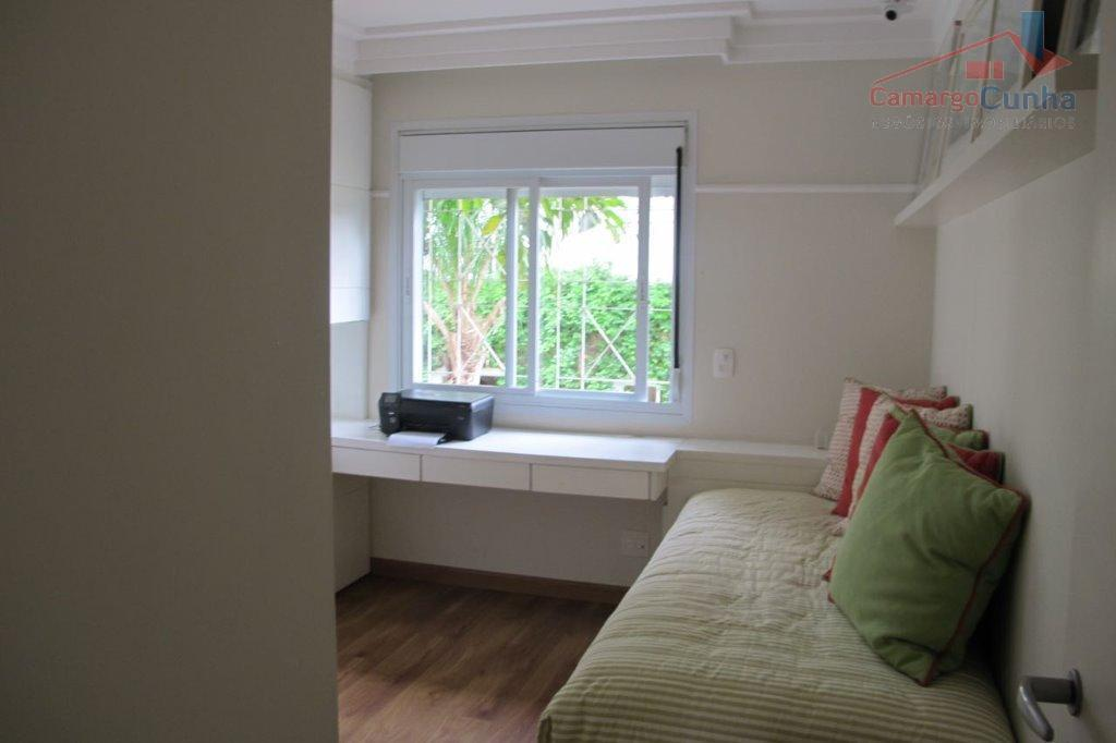 estuda permuta!!!!!! belíssima casa em condomínio fechado, 250 metros de área útil, próximo a clube paineiras....