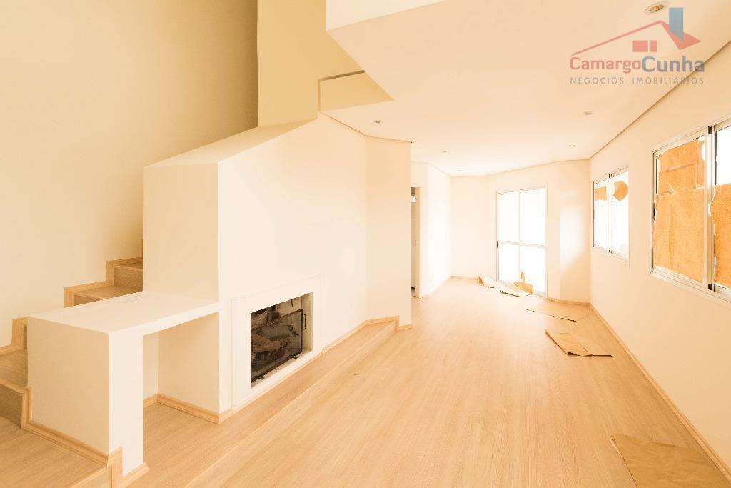 Apartamento duplex com 88 metros, possui 2 suítes e duas vagas.