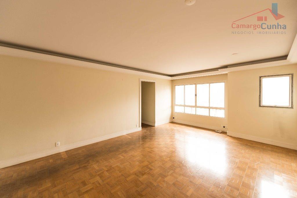 Apartamento com 100 metros, 2 suítes e uma vaga.
