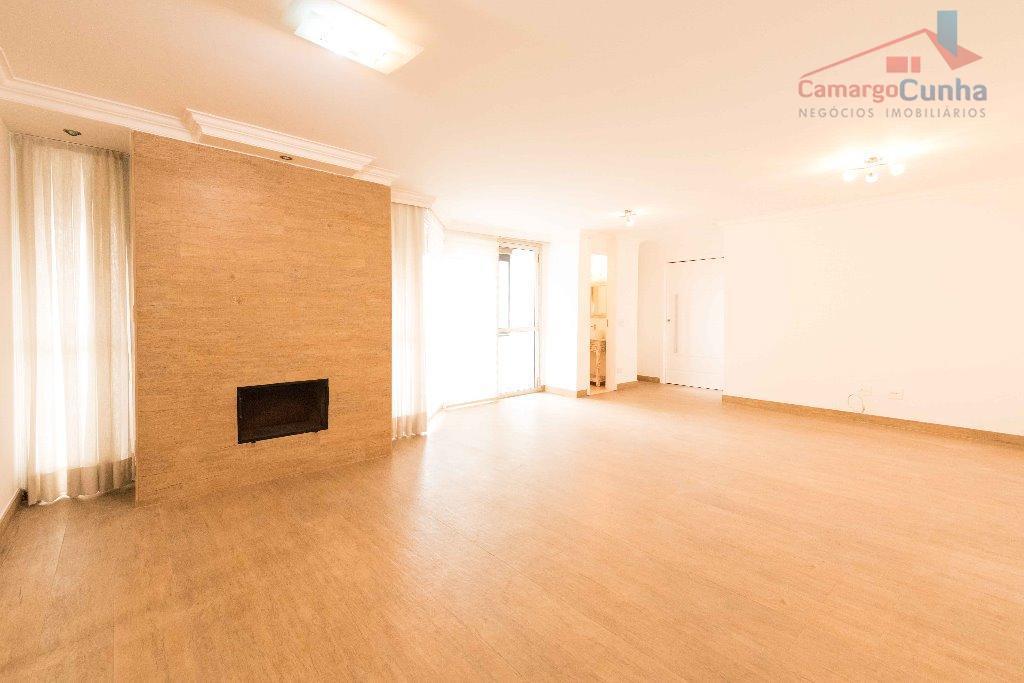 apartamento com 160 m², possui 04 dormitórios sendo duas suítes e duas vagas de garagem, sala...