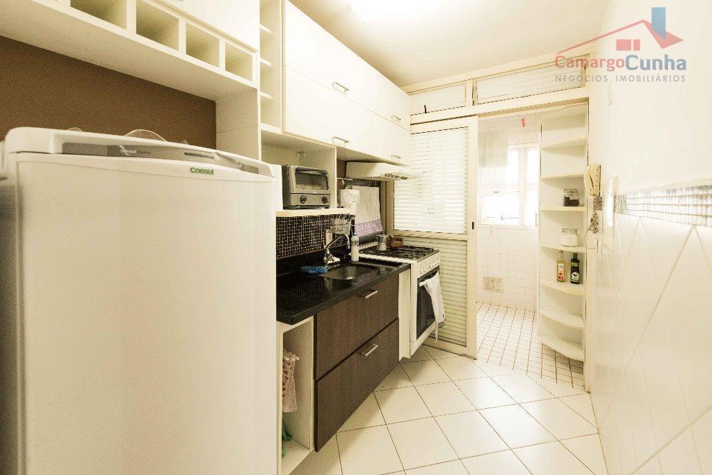 Apartamento com 65 metros, 3 dormitórios sendo uma suíte e duas vagas.