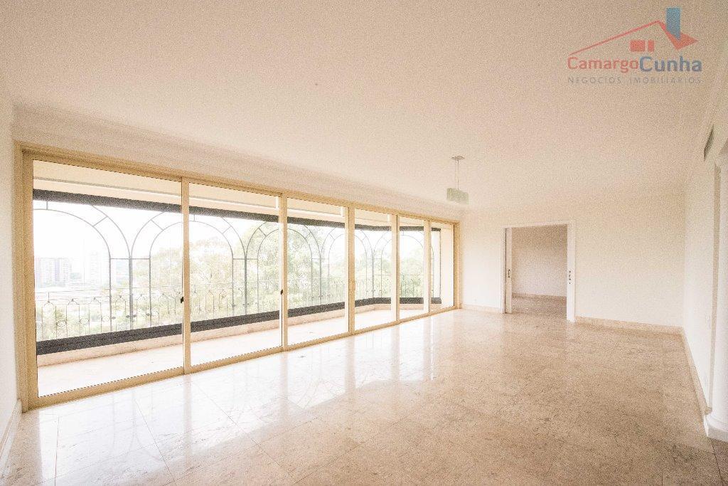 Apartamento com vista privilegiada 490 metros, possui 05 suítes e 06 vagas.