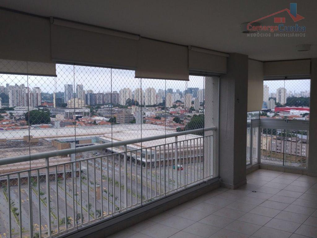 Apartamento bem localizado com 130 metros, possui 03 dormitórios sendo uma suíte e duas vagas.