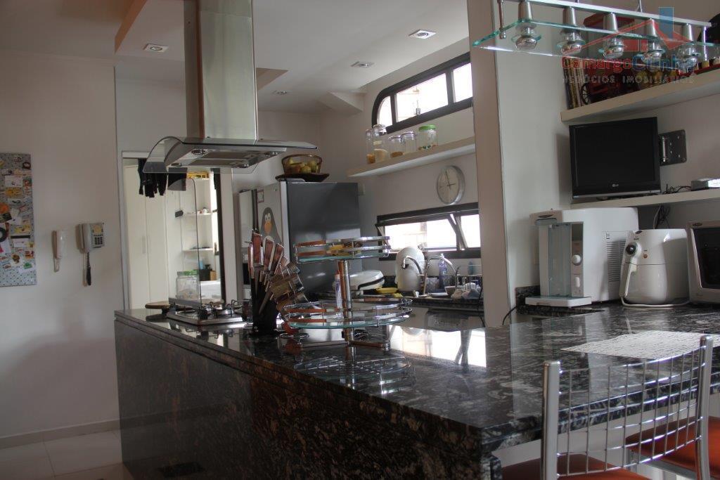 belíssima cobertura com 400 m², possui 04 dormitórios sendo 03 suítes e 03 vagas de garagem,...