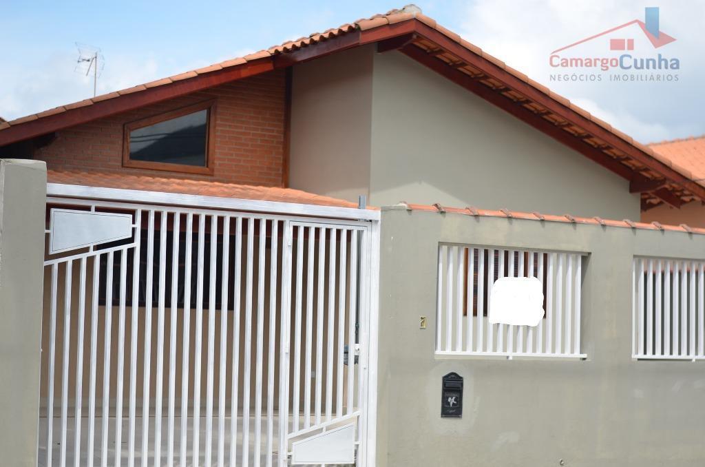 Belíssima casa na praia com 180 metros, 3 dormitórios sendo 2 suítes e 4 vagas.