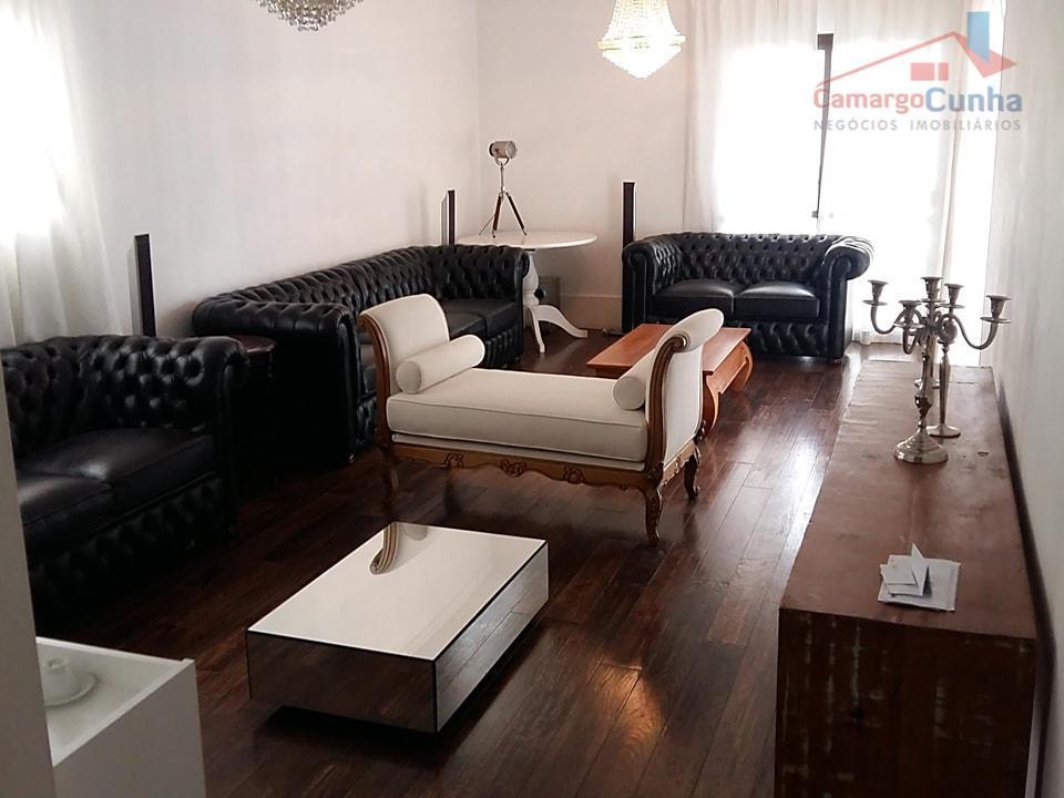 Apartamento bem localizado com 175 metros, 04 dormitórios sendo 03 suítes e três vagas.