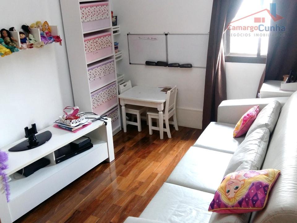 apartamento com 175 m², possui 04 dormitórios sendo 03 suítes e 03 vagas de garagem, sala...