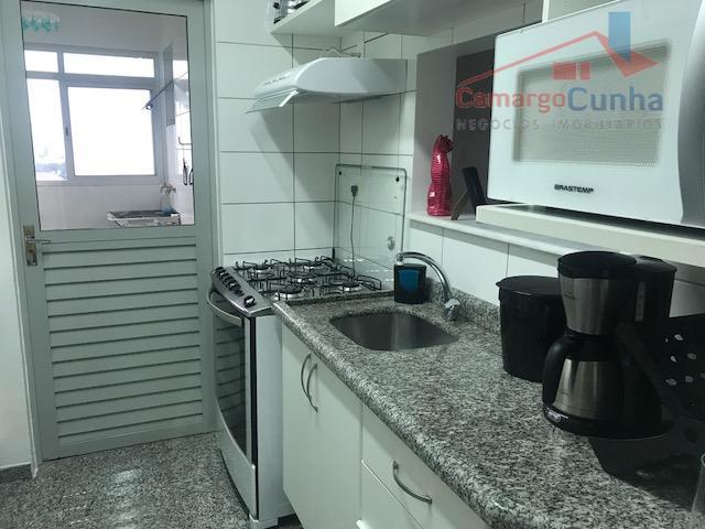 apartamento com 65 m², possui 03 dormitórios sendo uma suíte e 02 vagas de garagem, sala...