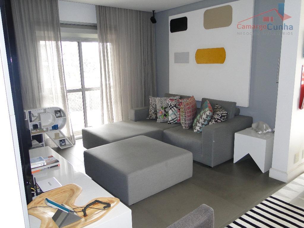 apartamento com 142 m², possui 03 dormitórios sendo 02 suítes e 03 vagas de garagem, sala...