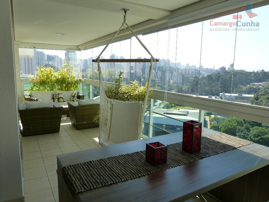Aceita Permuta!!!! Apartamento bem localizado com 177 metros, três suítes e três vagas.