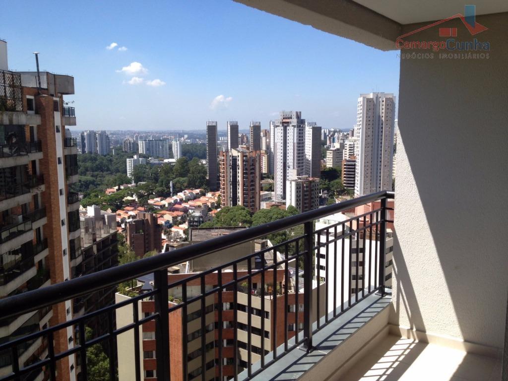 Apartamento com 70 metros, possui 03 dormitórios sendo uma suíte e 01 vaga.